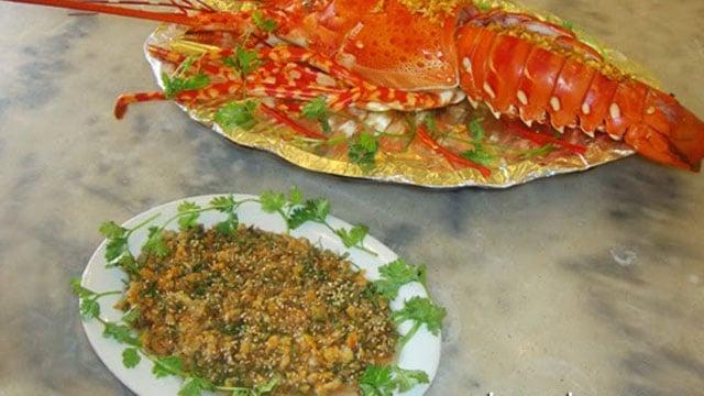 Tiết canh tôm hùm là một trong các đặc sản Bà Rịa Vũng Tàu lạ và độc đáo nhất - Vietflavour