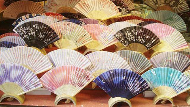 Các làng nghề truyền thống quanh Hà Nội: Làng quạt giấy Chàng Sơn - Vietflavour