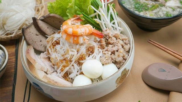 Hủ tiếu Nam Vang có nguồn gốc từ người Khmer Camphuchia và dần trở thành món ăn quen thuộc khắp Sài Gòn và miền Tây