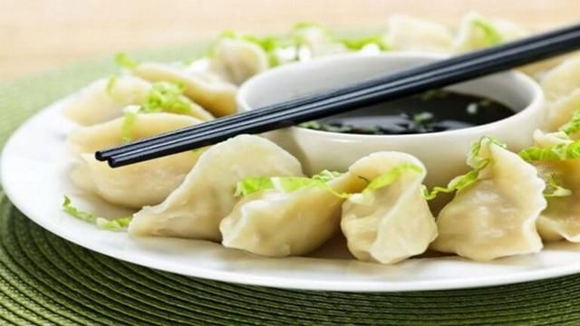 Sủi cảo là một món ăn hấp dẫn của người Hoa và dễ dàng bắt gặp khắp Sài Gòn, nhất là vùng Chợ Lớn
