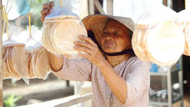Tổng hợp tất cả đặc sản Bến Tre: Bánh phồng Sơn Đốc - VietFlavour.Com